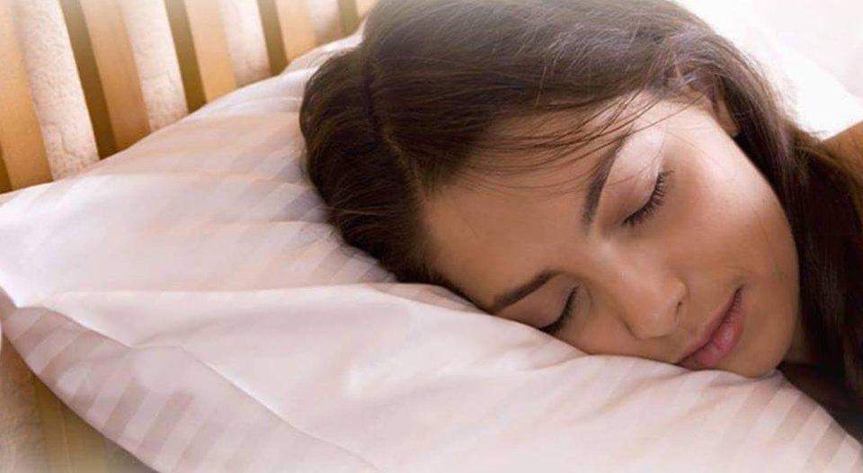 Si mund të parandaloni rrudhat kur flini?