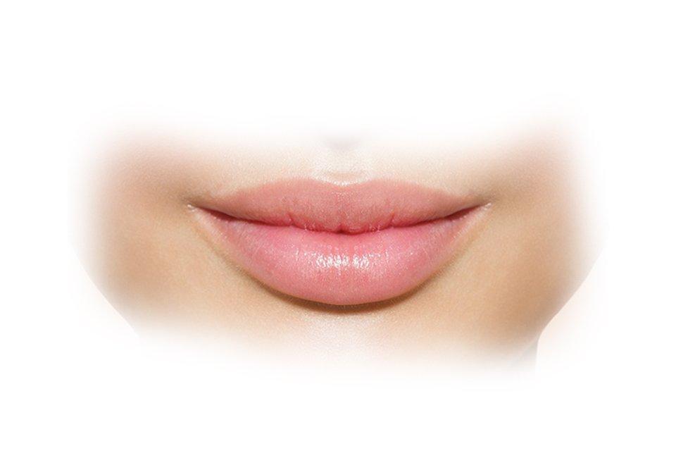 Si mund ti bëni buzët tuaja më tërheqëse?