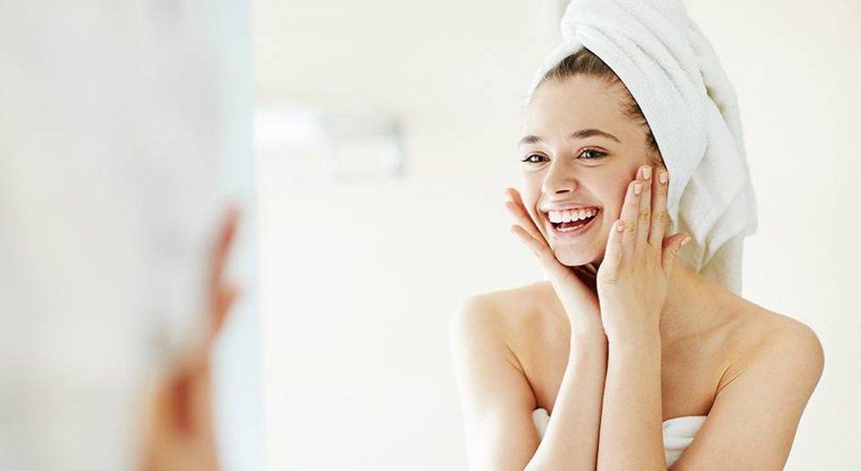 Sa shpesh duhet ta lani fytyrën? Sa herë duhet të pastrohet lëkura juaj në një ditë?