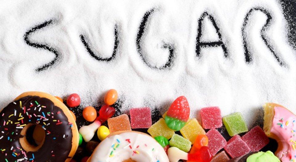 Cili është veprimi që kanë ëmbëlsirat mbi lëkurën tuaj?