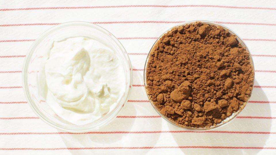 Përgatisni në shtëpi maskën me kakao dhe energjizoni lëkurën tuaj për një ditë me më shumë energji